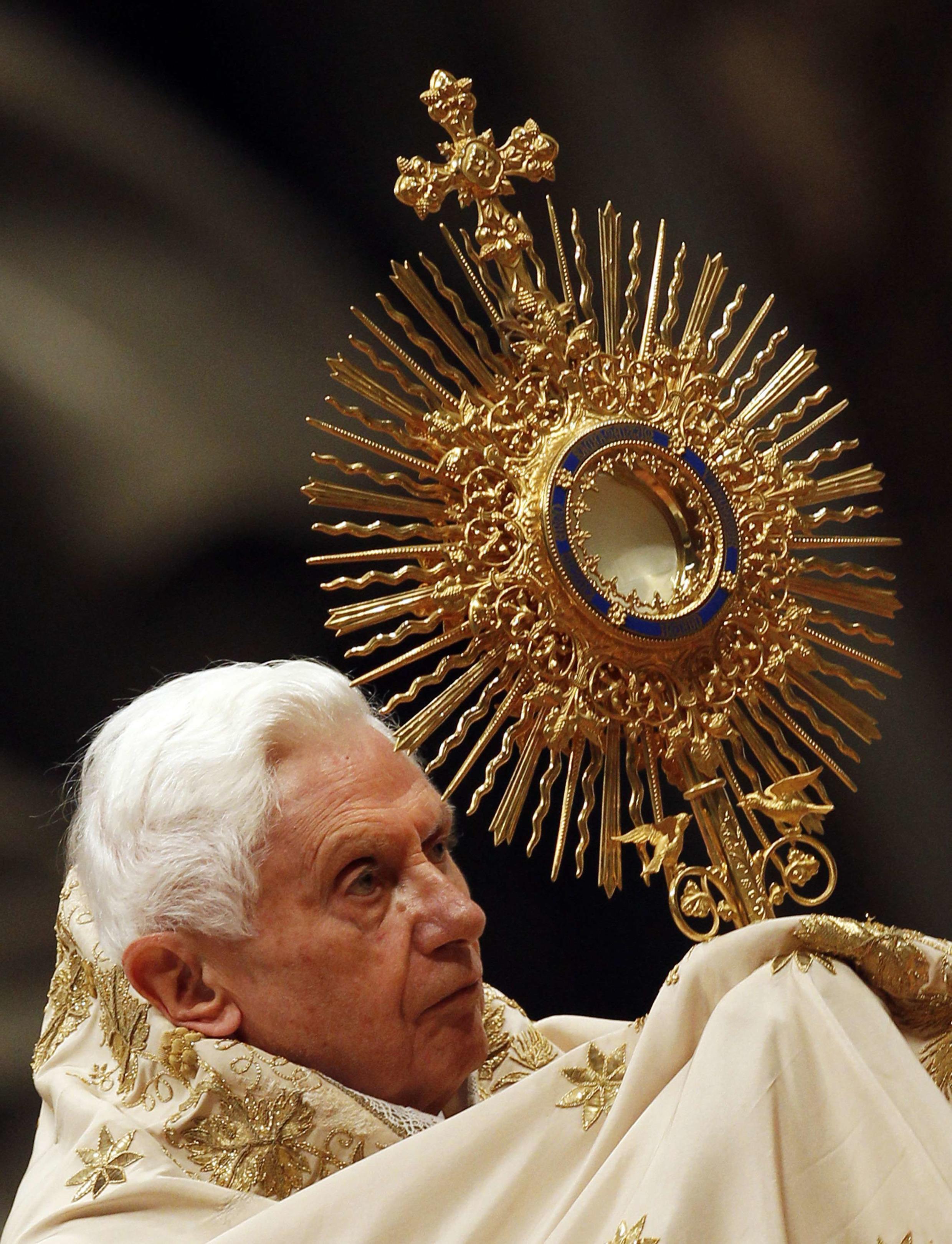 Primeira missa de 2012 do papa Bento XVI no Vaticano