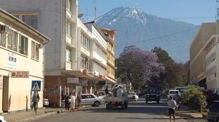 Mji wa Arusha, makao makuu ya Jumuiya ya Afrika ya Mashariki.