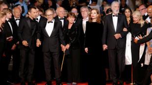 快樂的結局劇組 登上通向戛納電影宮的紅地毯