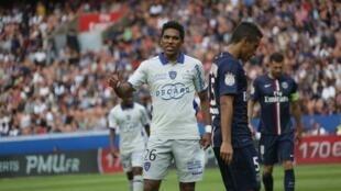 O brasileiro Brandão, jogador do Bastia, durante jogo contra o PSG.
