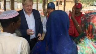 Sakataren Harkokin Wajen Birtaniya Boris Johnson tare da Musulaman Rohingya a Myanmar