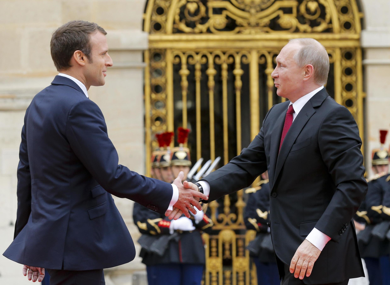 Владимир Путин и Эмманюэль Макрон: первое рукопожатие. Версаль, 29 мая 2017