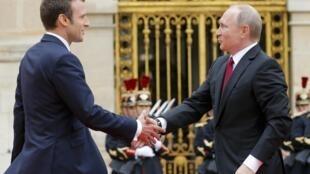Президент Франции Эмманюэль Макрон и президент России Владимир Путин в Версале, 29 мая 2017 года.