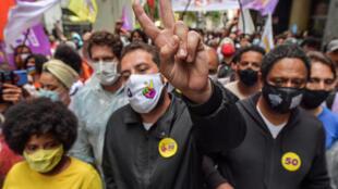 Guilherme Boulos, del Partido Socialismo y Libertad (PSOL), en un mitin en Sao Paulo el 18 de noviembre de 2020
