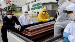 Les services de Guayaquil ont été débordés en avril par un afflux de cadavres.