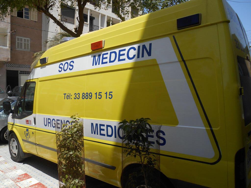 SOS MEDECIN Sénégal est une structure médicale d'urgences et de réanimation, de transport et d'évacuation sanitaire, dont le numéro d'urgence est le 33 889 15 15 et qui fonctionne 24h/24h.