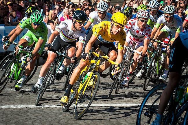 Waendesha baiskeli wakiwa kwenye mashindano ya Tour de France