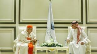 Le cardinal catholique Jean-Louis Tauran (g.), président du Conseil pontifical pour le dialogue interreligieux à la Curie romaine, le 18 avril 2018 en Arabie saoudite.