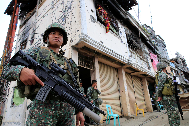 Avec 240 pour et 27 contre, La majorité du Sénat et de la Chambre des représentants philippins ont voté la prolongation de la loi martiale dans la région de Mindanao jusqu'au 31.12.2018.