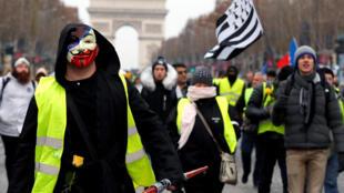 """Đầu ngày 15/12/2018, người """"Áo Vàng"""" tuần hành trên đại lộ Champs-Elysées, Paris, trong không khí ôn hòa."""