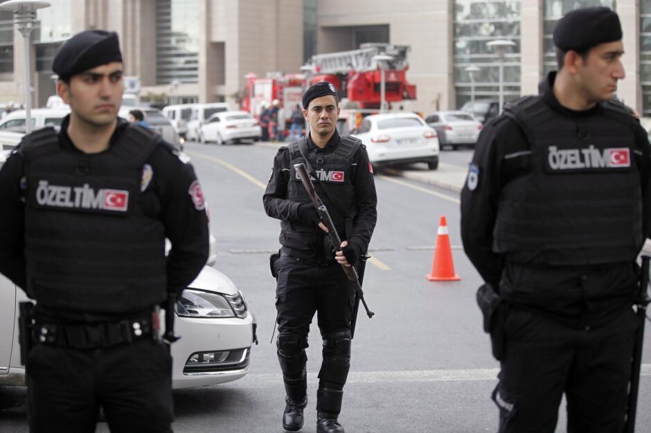Polícia prende dois suspeitos de preparar atentados na Turquia