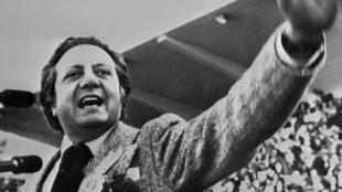 Mario Soares, a lokacin da ya ke jan ragamar jam'iyyar socialist na Portugal a shekarar 1975