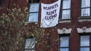 Une banderolle «Cancel Rent Cuomo» le 1er mai 2020 à New York.