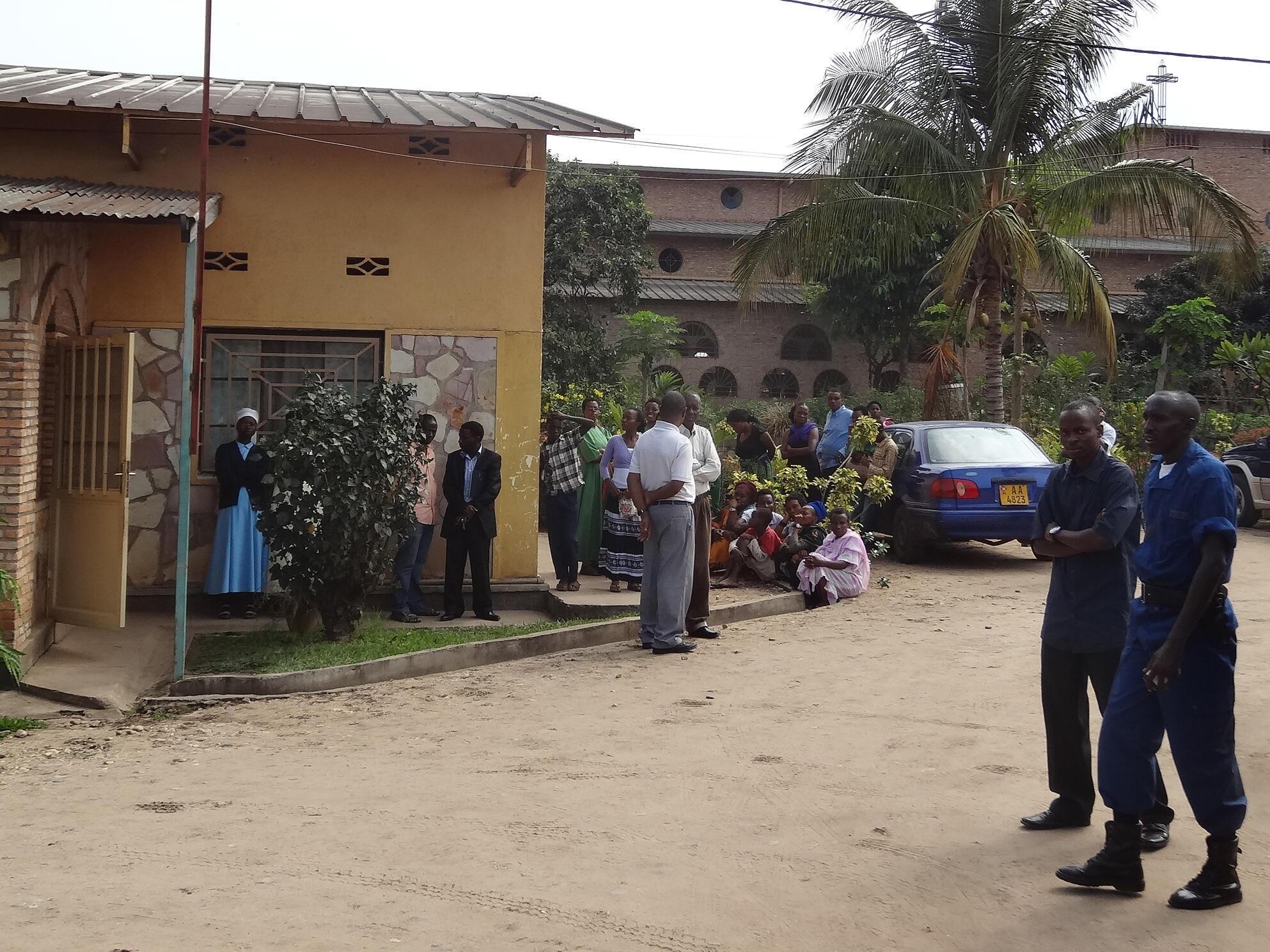 Entrée du petit couvent où ont été tuées les trois religieuses italiennes, à Bujumbura