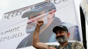 Lãnh đạo đối lập Armenia Nikol Pashinyan tham dự một cuộc mít tinh ở Areva, ngày 28/04/2018