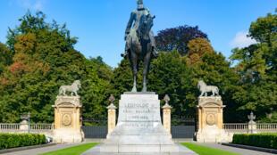 Statue représentant le roi Léopold II de Belgique sur sa monture, bouelvard du Régent, à Bruxelles.