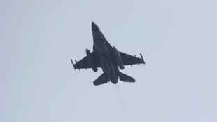 Foto de arquivo de um caça F-16 turco, saindo da base de Incirlik.