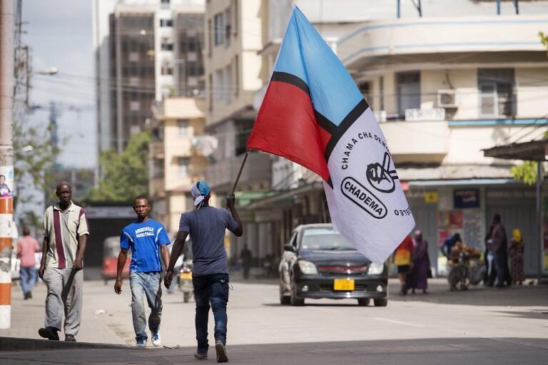 Un supporter du parti d'opposition Chadema dans une rue de Dar es Salaam, la capitale économique de la Tanzanie en 2015. (image d'illustration)