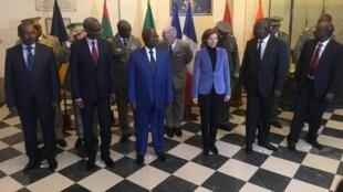 Les ministres de la Défense des pays du G5 Sahel réunis ce lundi 15 janvier à Paris, autour de la ministre française des Armées, Florence Parly, pour accélérer la mise en oeuvre de la Force militaire conjointe des pays membres.