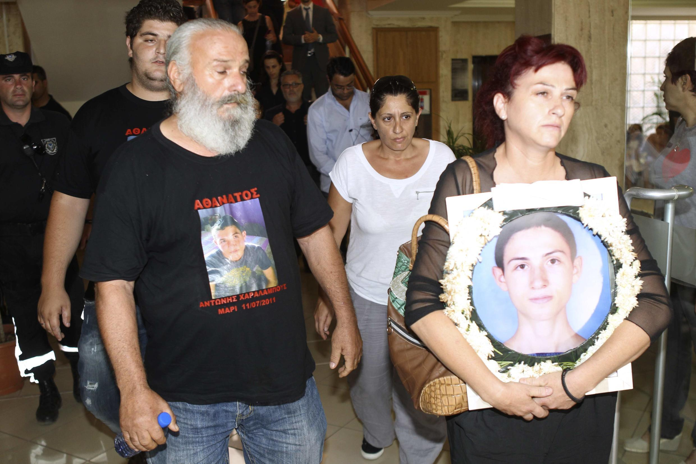 Des proches de victimes de l'explosion de 2011, présents à l'audience du 9 juillet à Larnaca.