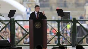 Le président colombien Juan Manuel Santos au cours de son discours à l'occasion des 30 ans du massacre du Palais de justice, le 6 novembre 2015 à Bogota.