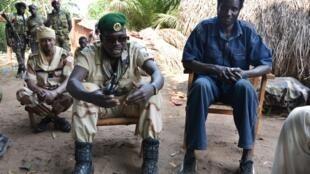 Le chef d'état-major de la Seleka, le général Issa Issaka (d) et le chef des opérations le général Arda Hakouma à Famara, le 18 janvier 2013.