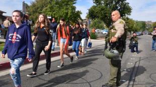 Novo tiroteio em Fresno, na California, deixa quatro mortos e seis feridos em festa no quintal de uma casa.