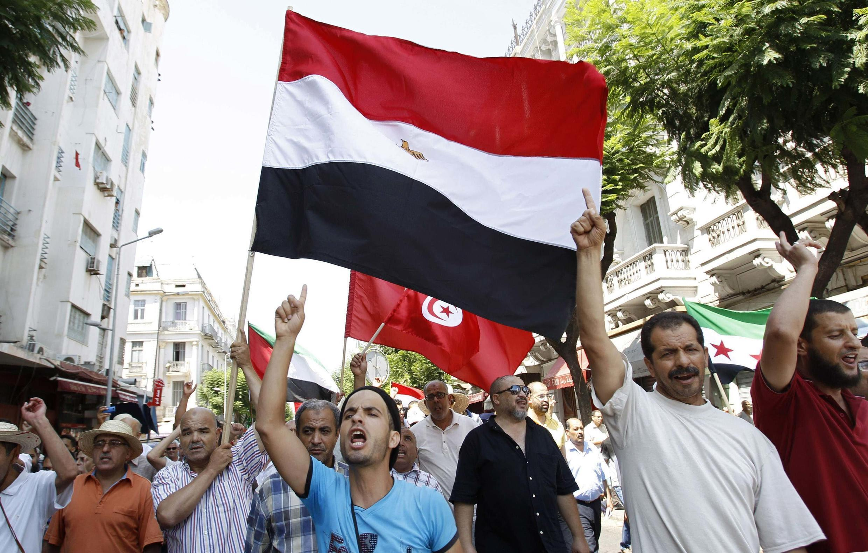 Phe thân Huynh đệ Hồi giáo biểu tình phản đối sự can thiệp của quân đội Ai Cập - REUTERS /Zoubeir Souissi