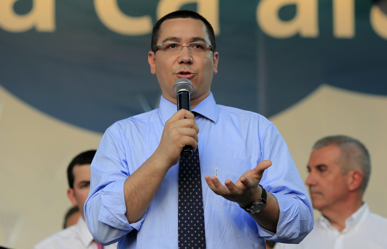 Le Premier ministre de centre gauche a remanié son gouvernement après la démission du ministre de l'Intérieur.