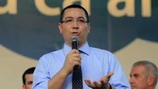 Thủ tướng Rumani Victor Ponta (trong ảnh) phải sắp xếp lại chính phủ, sau khi một loạt bộ trưởng từ chức, trong đó có bộ trưởng Nội vụ