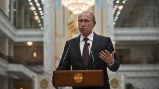 Le président russe Vladimir Poutine face aux médias, à Minsk, le 27 août 2014.