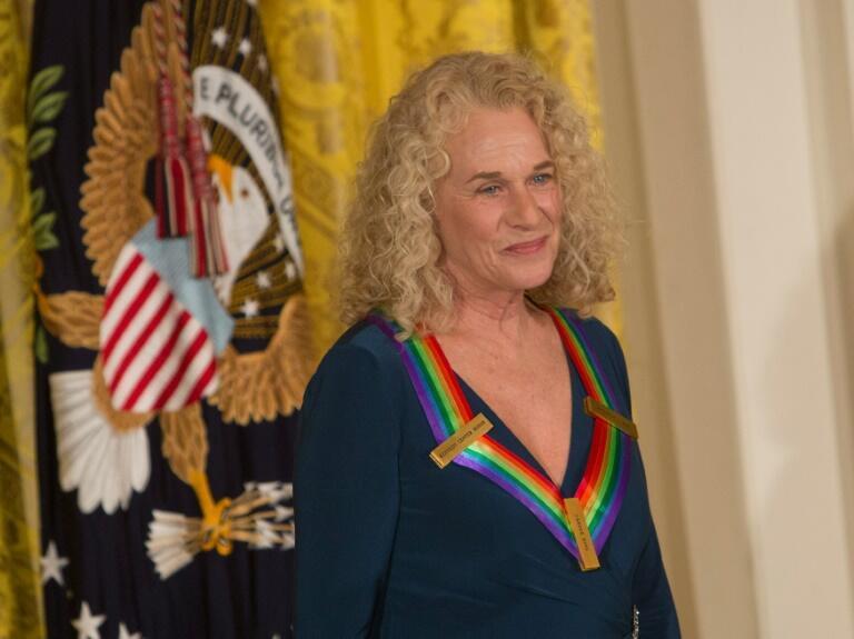 Ca sĩ/nhạc sĩ Carole King tại Nhà Trắng, Washington, DC, Mỹ, ngày 06/12/2015.