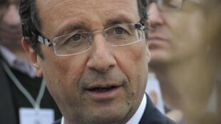 Le socialiste François Hollande candidat à la primaire de son parti est en visite en Tunisie.