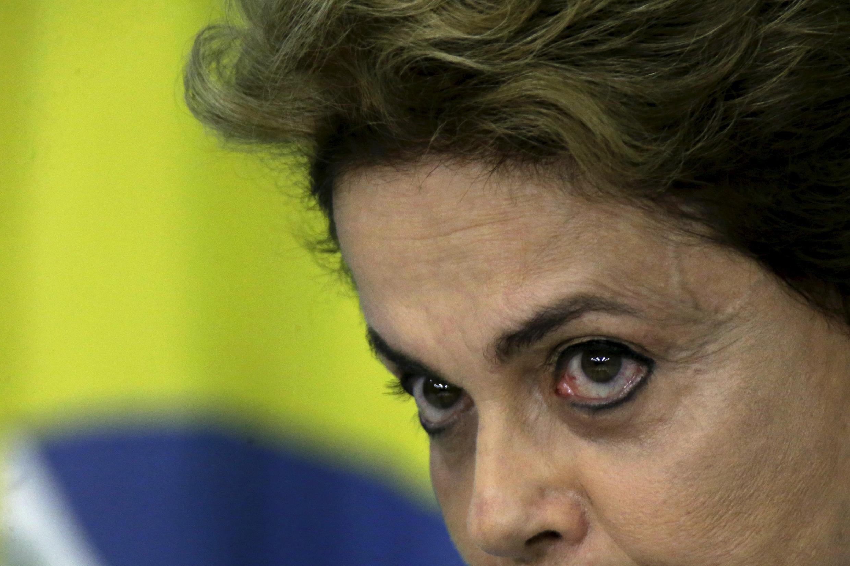 La présidente brésilienne Dilma Rousseff lors de la conférence de presse à Brasilia, lundi 18 avril 2016.