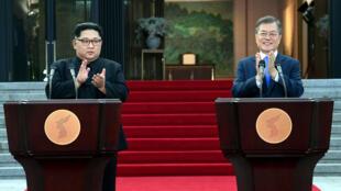 Rais wa Korea Kusini Moon Jae-in (kulia) na kiongozi wa Korea Kaskazini Kim Jong-un wako tayari kuleta amani katika rasi ya Korea.