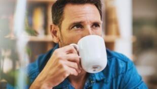 Beber três xícaras de café por dia aumentaria longevidade