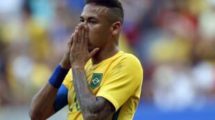 A presença do craque Neymar não foi suficiente para ajudar a seleção na estreia olímpica.