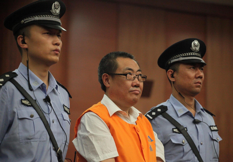 Ông Dương Đạt Tài trước tòa án Tây An ngày 05,/09/ 2013. « Bác Đồng hồ »  lãnh 14 năm tù.