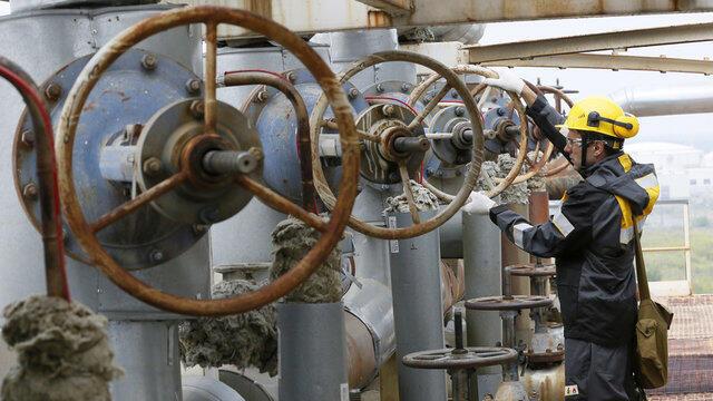 اعضای عضو اوپک و غیراوپک، برای تعادل در بازار نفت، یکشنبه ٢٠ آبان/ ١١ نوامبر ٢٠۱٨ نشست ویژهای در ابوظبی تشکیل دادند.