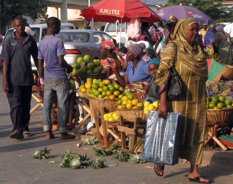 Dans la crainte de tensions ce weekend, les habitants de Bujumbura ont fait des réserves de nourriture.