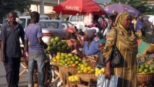 Un étal de fruits dans les rues de Bujumbura, le 5 juin 2013