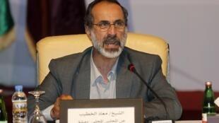 O ex-imam Ahmad Moaz al-Khatib foi eleito para presidir a coalizão nacional de oposição síria.