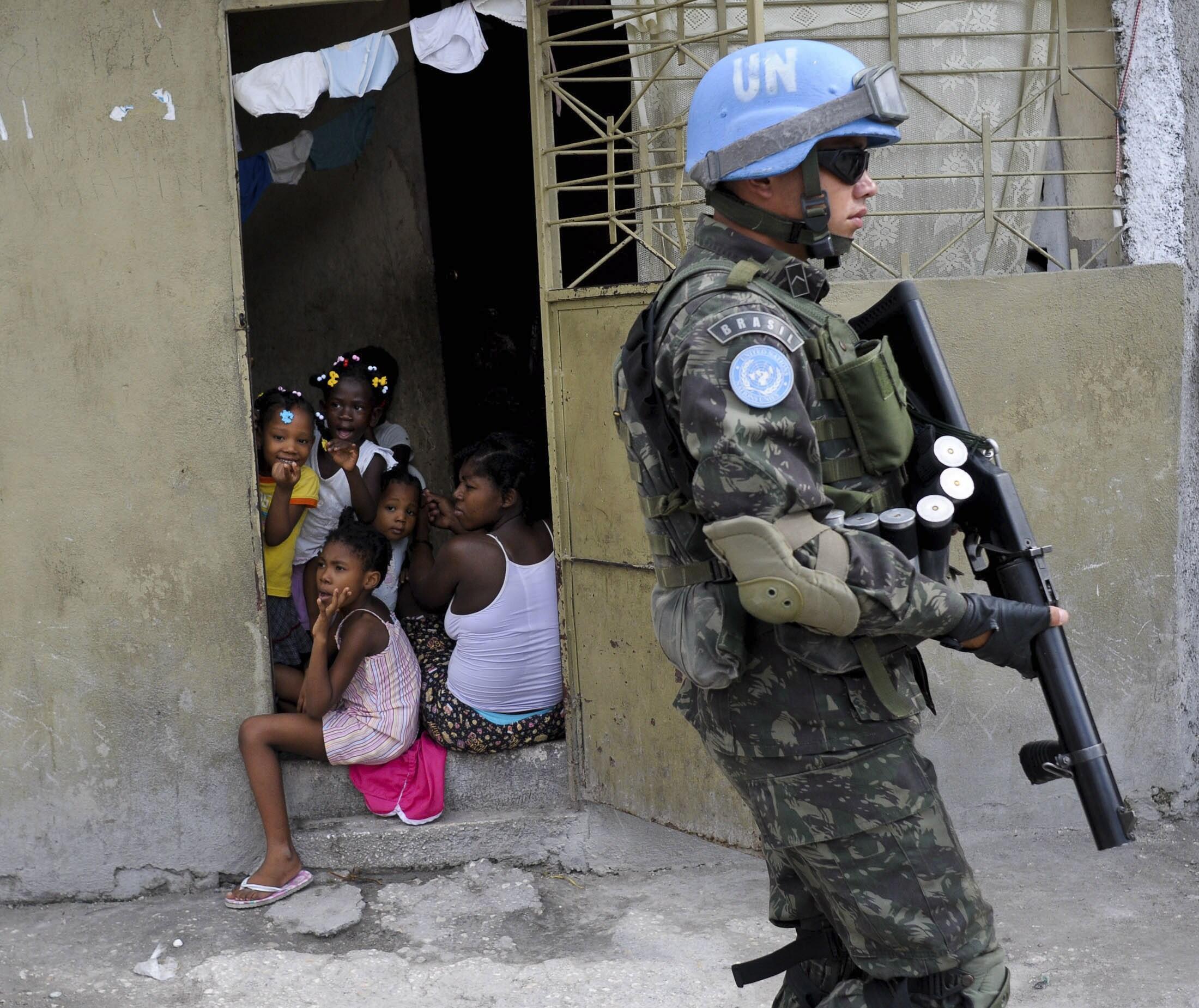 Un soldado brasileño de la Minustah en Puerto Príncipe, Haití, agosto de 2011.