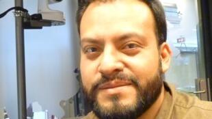 El artista mexicano Edgardo Aragón en los estudios de RFI