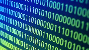 Les scientifiques du CNRS ont réussi à inscrire des codes informatiques binaires sur du polymère synthétique.
