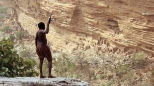 «Faraw Ka Taama ou Voyage des Pierres», un film de  Seydou Cissé.