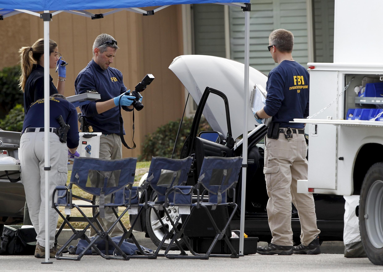 3 декабря. Сан-Бернардино. ФБР исследует место преступления.