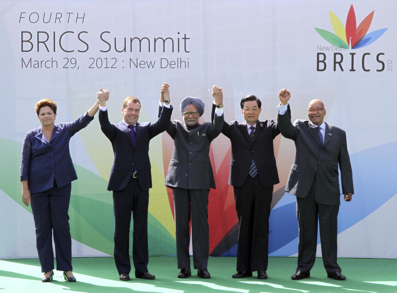 Les dirigeants des Brics (de gauche à droite): Dilma Rousseff, Dmitri Medvedev, Manmohan Singh, Hu Jintao et Jacob Zuma, le 29 mars 2012 à New Delhi.