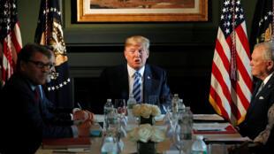 特朗普在一次圓桌會議上 2018年8月9日