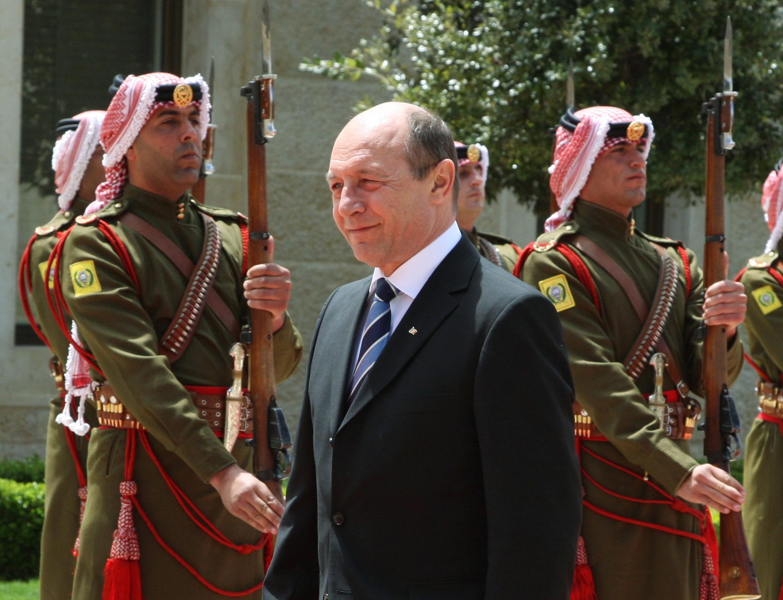Tổng thống Traian Basescu có nguy cơ bị truất phế © Reuters